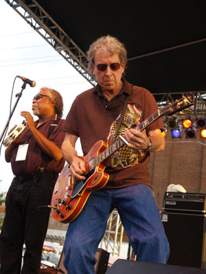 Elvin Bishop on stage at the 2006 Greater Ozarks Blues Festival