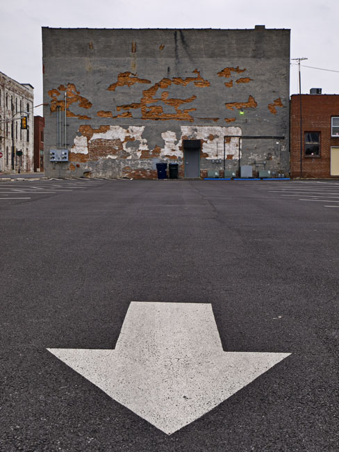 The parking lot on the north side of Munchies