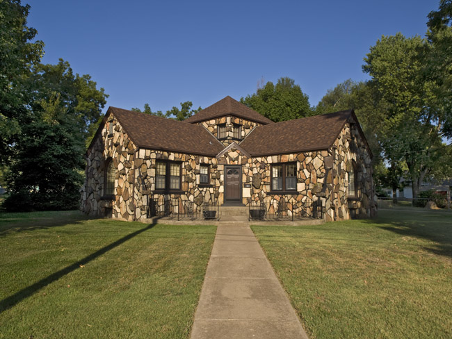 This Ozark Giraffe house is a man's castle