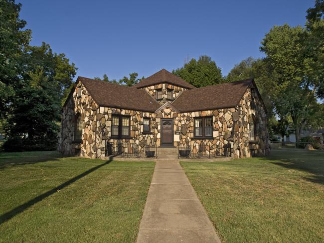 This Ozark Giraffe house is a man's castle