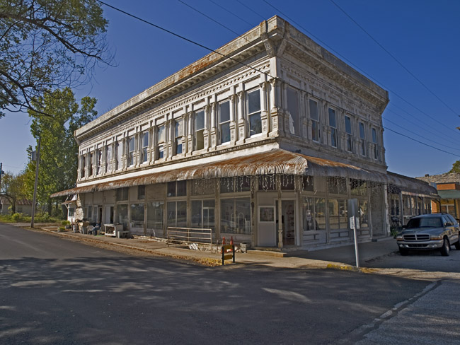 The elderly bank building in Yellville, Arkansas.