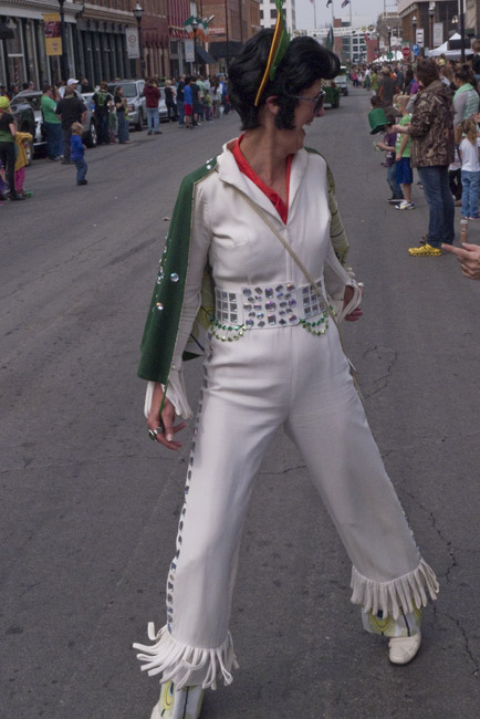 An  Elvis cross dresser