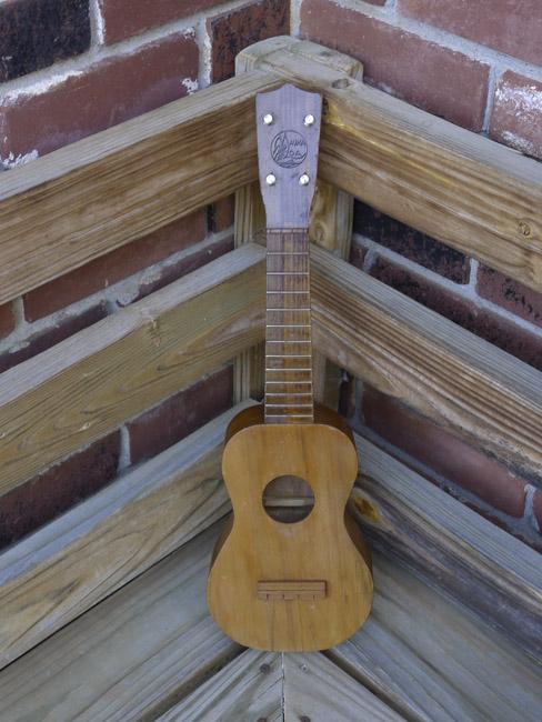 Mauna Loa soprano Ukulele, front