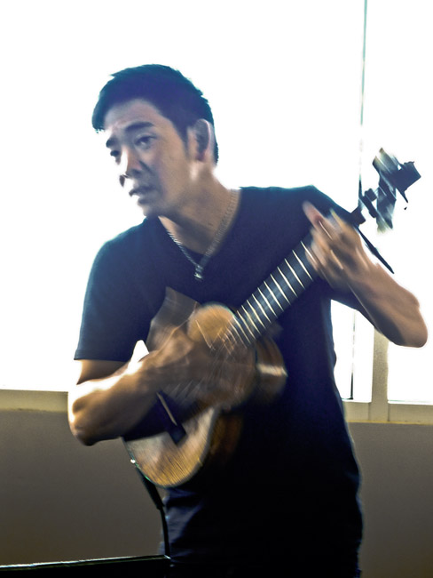 Jake Shimabukuro graciously held a free Masters Class at Juanita K, before his concert  last night