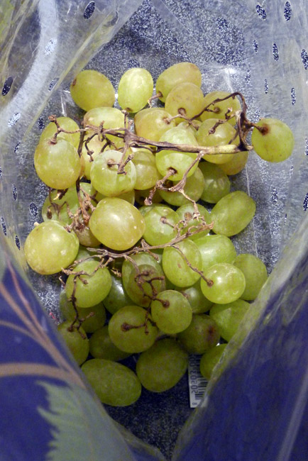 A bag of seedless grapes