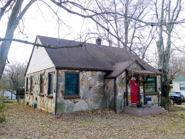 Ozark Giraffe house, 816 W Silsby