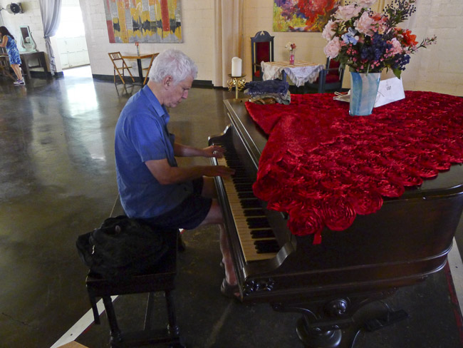 Curt Landes was unable to leave the piano alone.