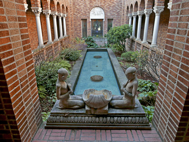 The interior courtyard at The Jordan Schnitzer Museum of Art