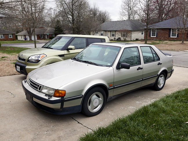 A Saab 9000, new wheels