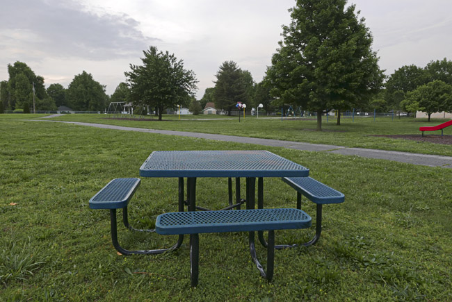 Empty picnic table